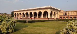 agra fort story features